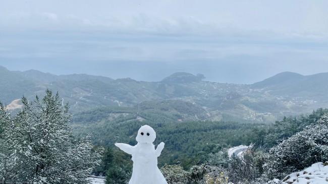 Datça'ya kar düştü